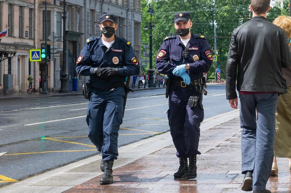 Двое мужчин похитили девушку на Дыбенко и угрожали ей убийством