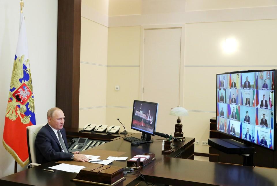 «Иначе так полыхнет, что мало не покажется»: Путин отправил губернаторов на борьбу со «второй волной» коронавируса
