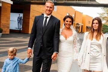 Шлейф Анны Седоковой и голая спина Летучей за полмиллиона: ценники на самые дорогие свадебные платья звезд