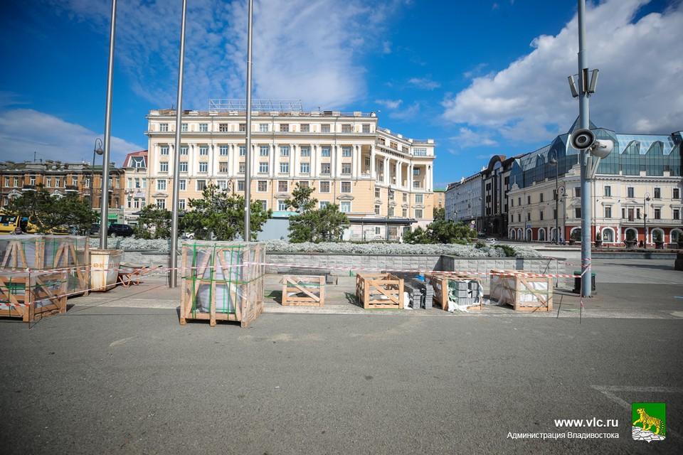 10 лавок, изготовленных из гранита, появятся на центральной площади Владивостока