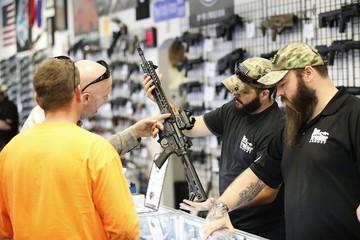 В преддверии президентских выборов спрос на оружие в США вырос вдвое