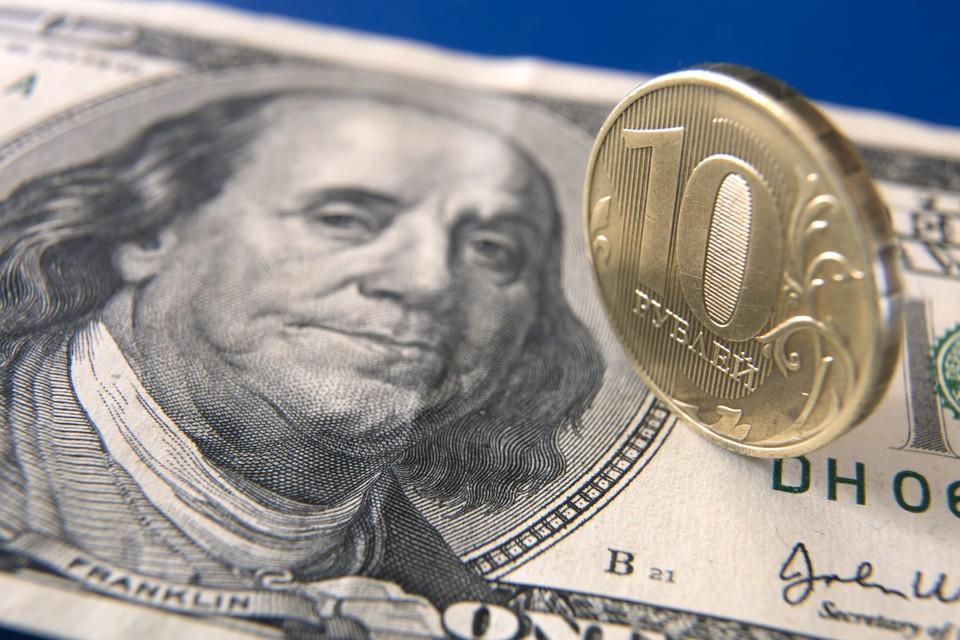 МЭР прогнозирует, что рубль вернется к равновесному уровню к концу года