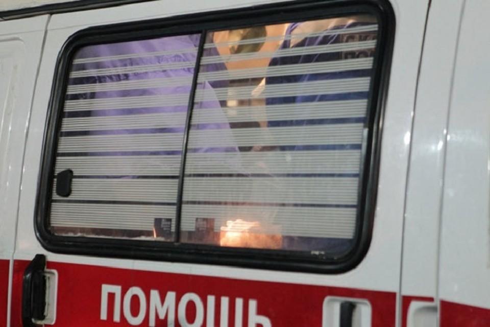 Женщина скончалась в машине «скорой помощи» по пути в больницу.
