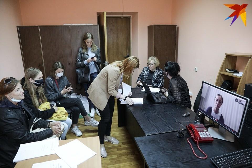 В расписании - 36 дел, по 10 минут на каждое: как шли суды над задержанными на женском марше в Минске