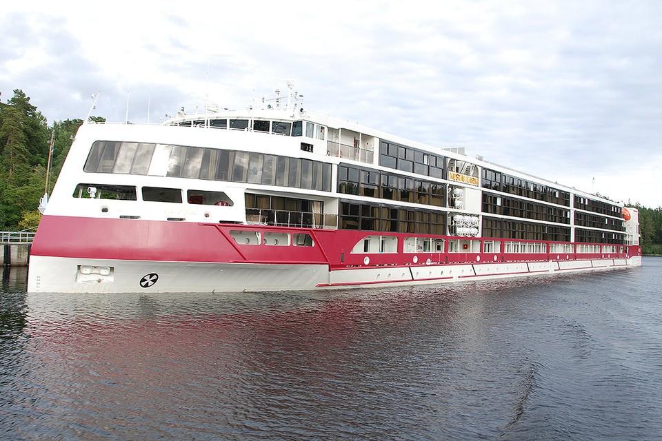 Круизное судно «Мустай Карим». Для удобства пассажиров в каютах - французские балконы.