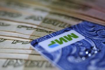 «Осталось три месяца»: Центробанк продлил срок перевода пенсионеров на карты «Мир»