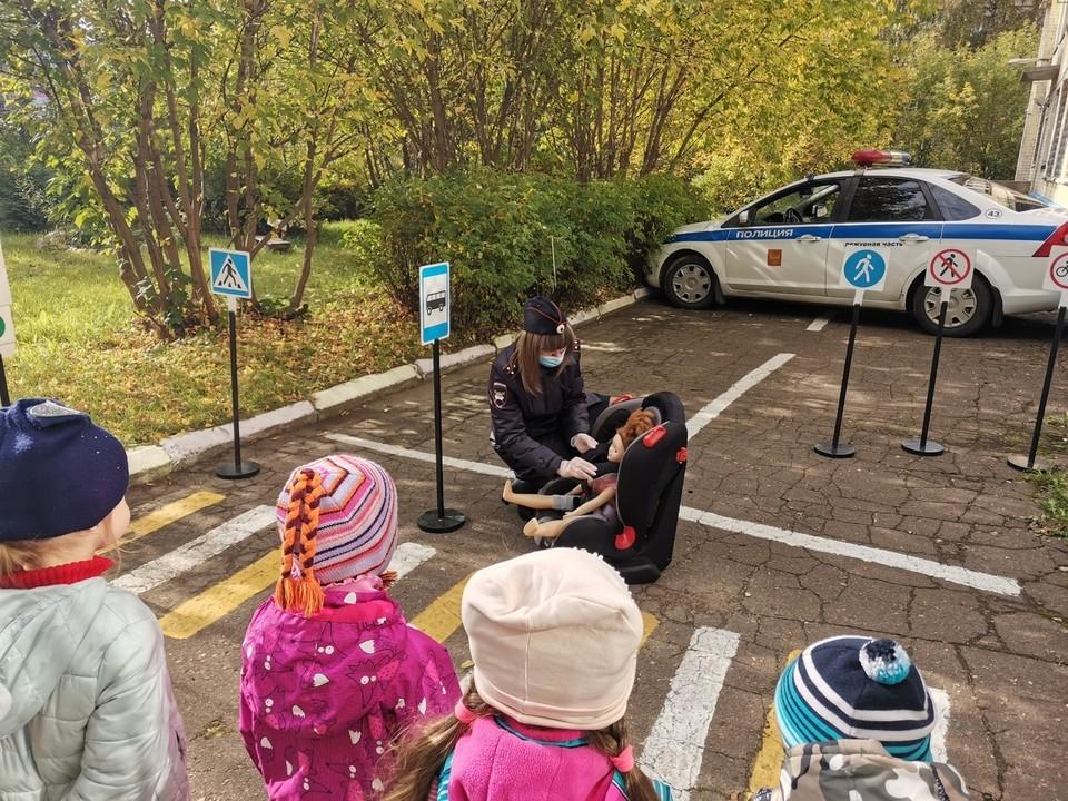 С воспитанниками детского сада провели урок безопасности Фото: УГИБДД России по Тверской области