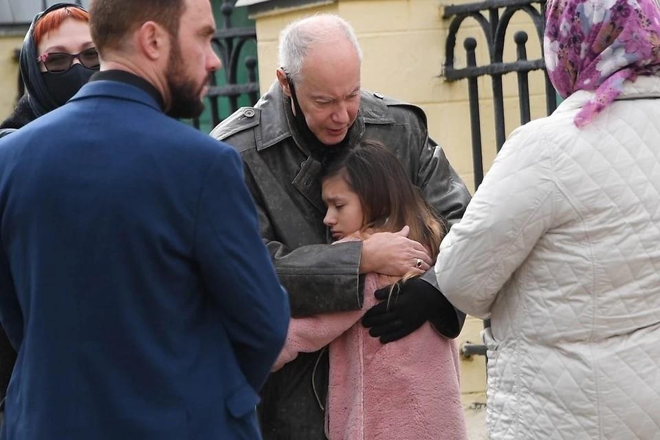 Успешный адвокат Руслан Подгорный, который три года назад сам попал под следствие, может выкрасть девочку.