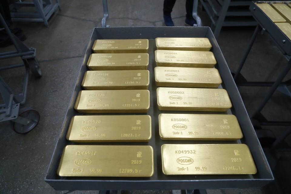 Мировые цены на золото могут рухнуть, предупредили эксперты