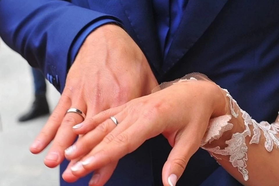 За девять месяцев этого года зарегистрировано 12 200 расторжений браков.