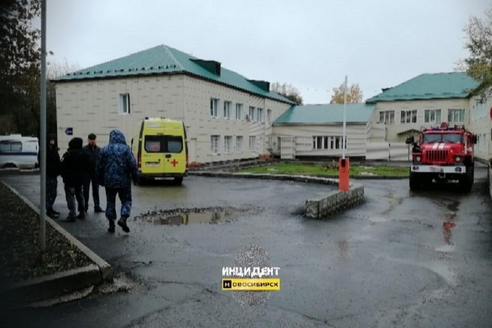По словам очевидца, на улицу эвакуировали посетителей. Фото: «Инцидент Новосибирск»