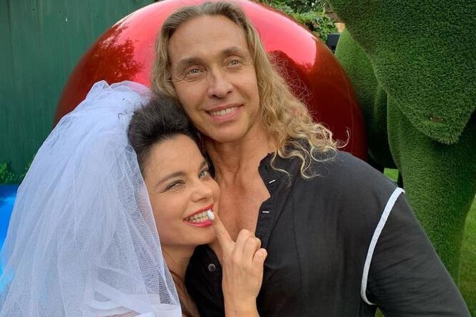 Тарзан и Королева сообщили, что экс-подруга украла из семью украшения с бриллиантами на сумму 5 миллионов рублей.