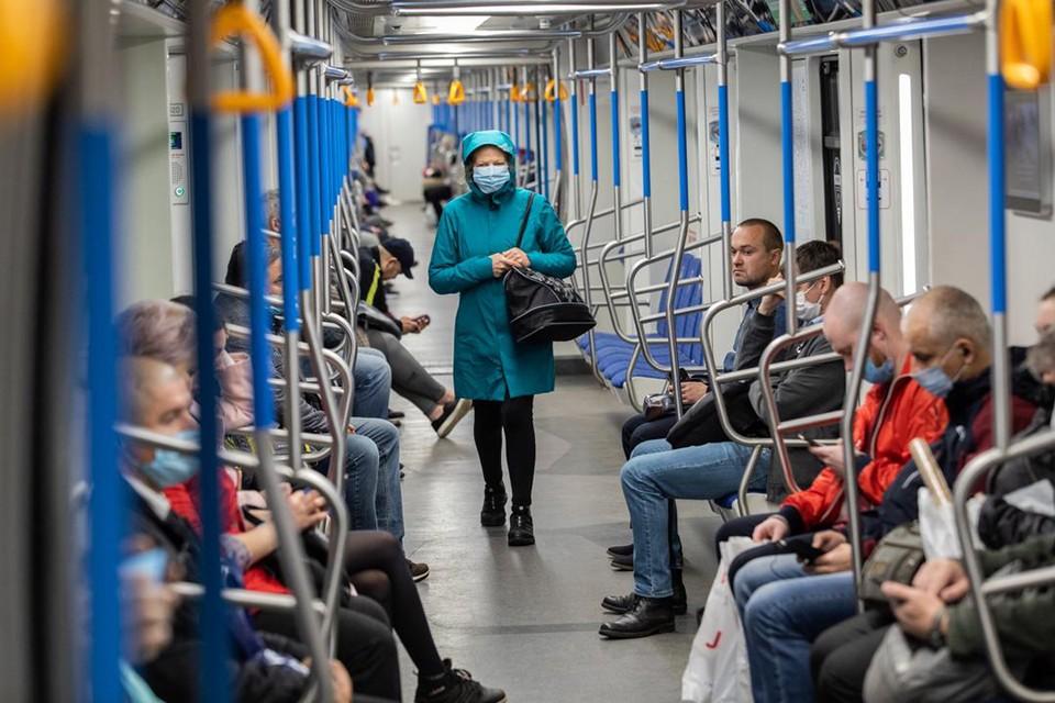 За отсутствие маски в общественном месте все еще действует штраф от 4 до 5 тысяч рублей