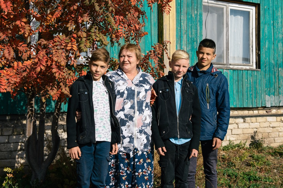 Рома (справа) обрел дружную семью