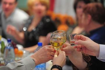 Никаких больше вечеринок: шоу-биз в трауре из-за повсеместной отмены новогодних корпоративов