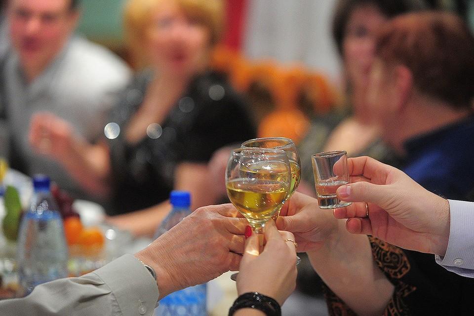 Празднование Нового года на корпоративе. Фото ИТАР-ТАСС/ Владимир Смирнов