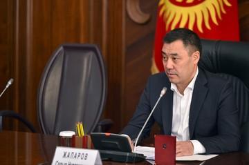 Садыр Жапаров объявил себя и.о. президента после отставки Жээнбекова