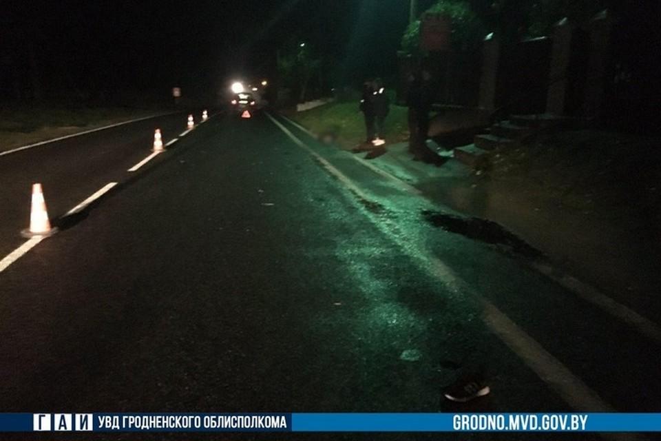 В Новогрудском районе автомобиль насмерть сбил мужчину, который сидел у края дороги. Фото: ГАИ УВД Гродненского облисполкома