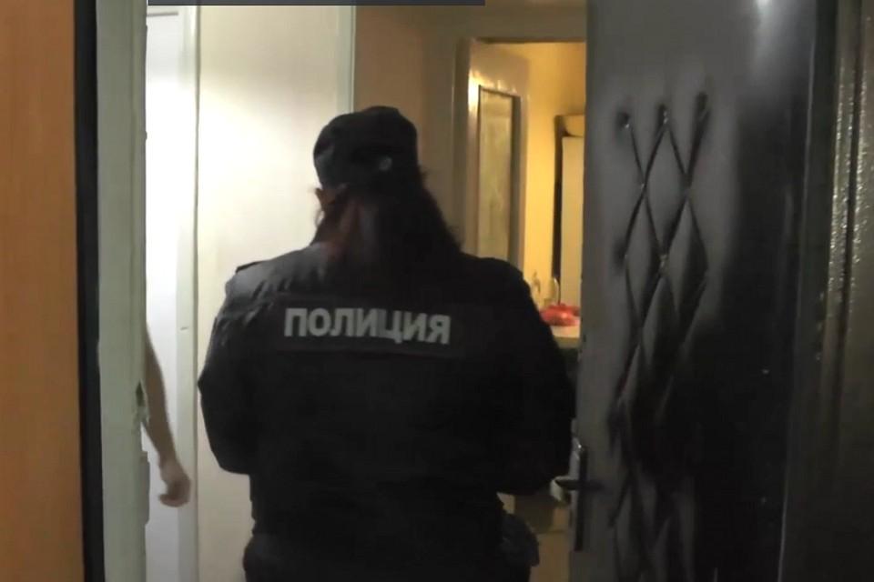 "Полиция рейд по ""резиновым"" квартирам. Фото: ГУ МВД по СПб и ЛО"