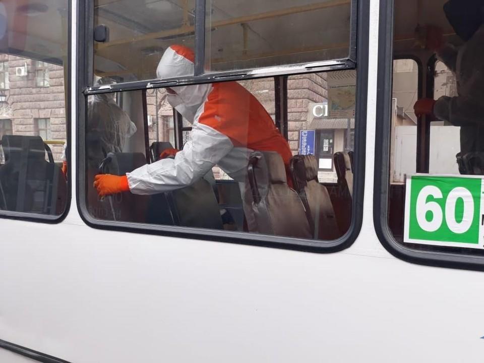 Каждый день автобусы обрабатываются специальными средствами. Фото: администрация Ростова