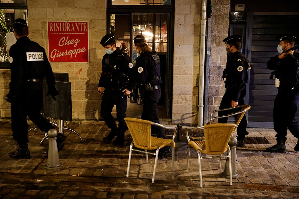 В ходе расследования нападения на учителя задержано 11 человек