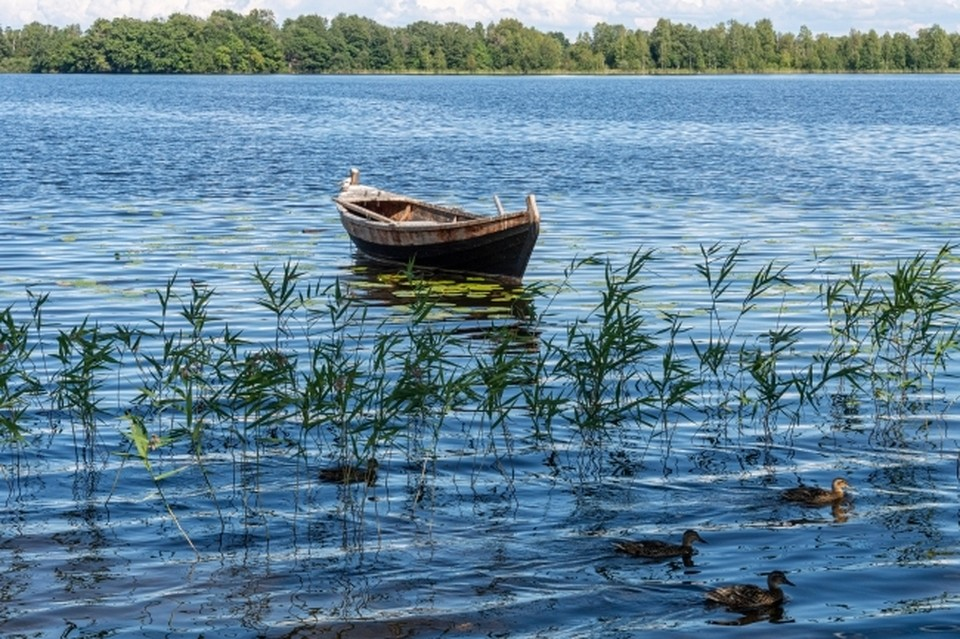 На берегу нашли личные вещи рыбака, а его самого нигде не было.