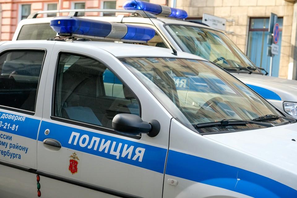 13-летнюю девочку изнасиловали в парадной дома в Петербурге