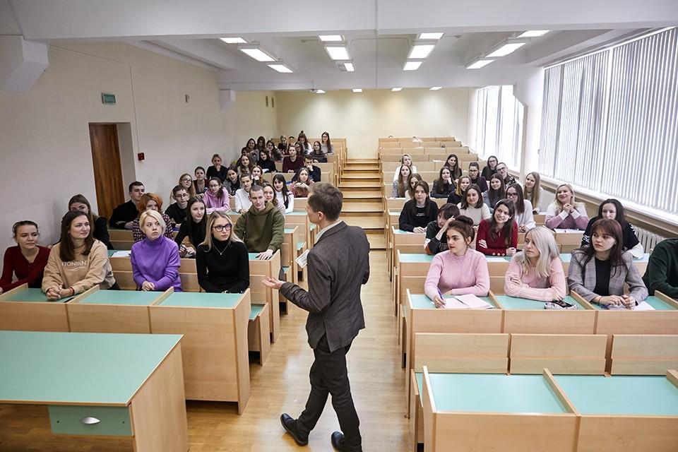 В вузах Мурманской области действует очно-заочная форма обучения.
