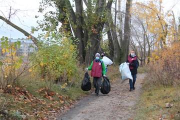 Волонтеры очистили берег Казанки и даже ее дно