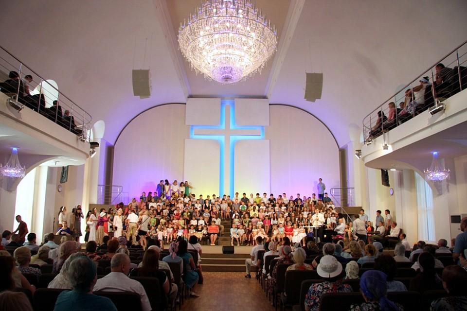 Николай В.* является сыном старшего пресвитера местной религиозной организация «Церковь Евангельских Христиан-Баптистов города Ялта»