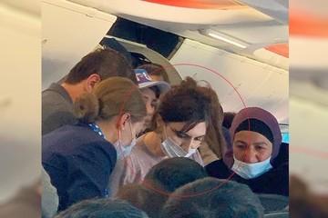 «Бросилась помогать на автомате»: летевшая рейсом «Москва-Махачкала» реаниматолог спасла жизнь пассажиру