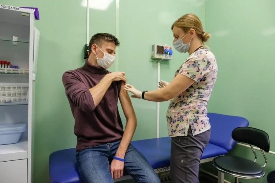 Проект вакцинации медиков от COVID-19 подготовили в Санкт-Петербурге.