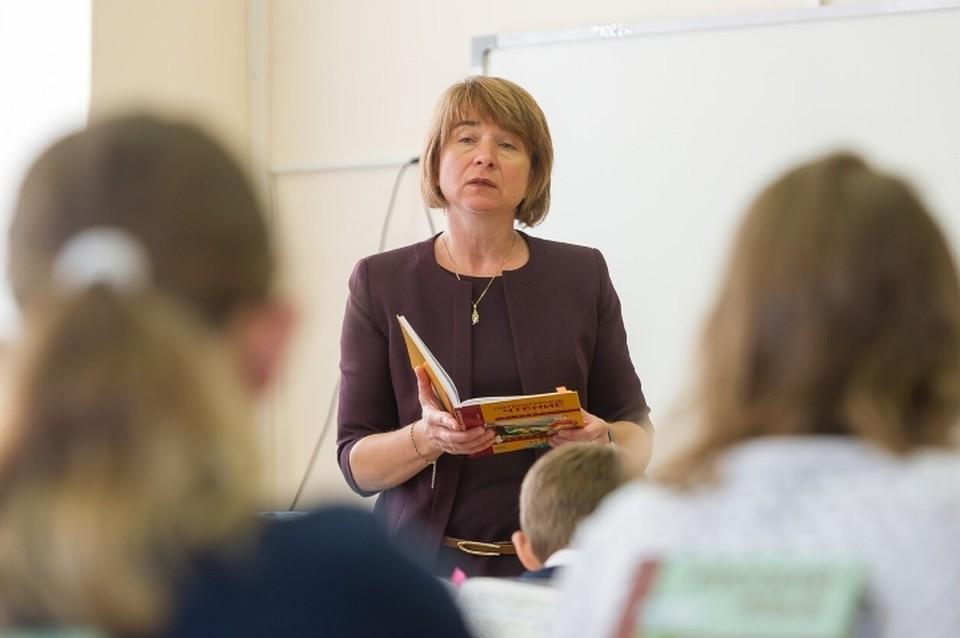 Смольный анонсировал введение частичной удаленки для учителей во время осенних школьных каникул в Санкт-Петербурге.