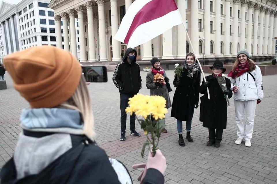 Участницы оппозиционного Женского марша в Минске, суббота 17 октября. Фото: Иван Иванов