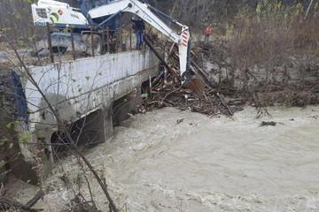 На Сахалине размыло дороги и подтопило дома из-за обильных осадков