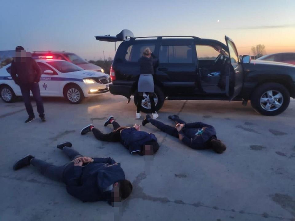 Троих омичей задержали на дороге в Новосибирской области.