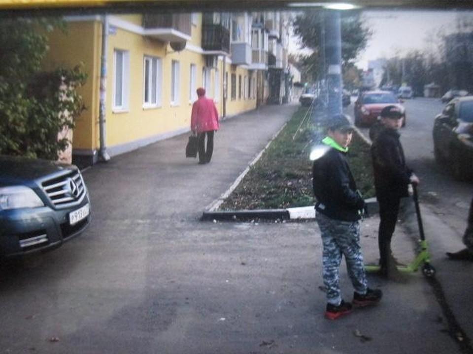 В Туле на улице Болдина водитель автомобиля Merсedes-Benz сбил мальчика на самокате