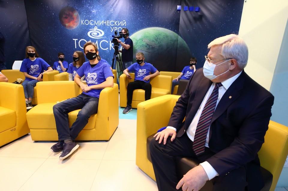Губернатор и кванторианцы провели прямое сеанс связи с МКС. Фото пресс-службы губернатора Томской области