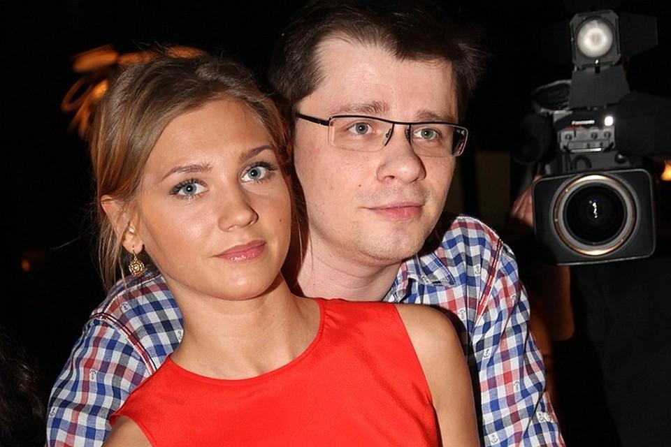О разводе Асмус с Харламовым стало известно в июне