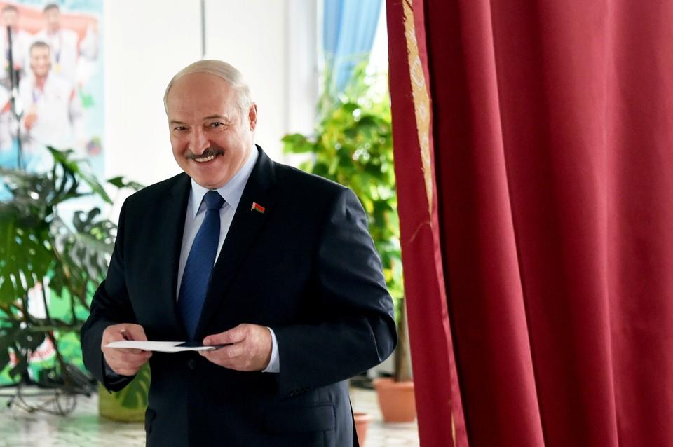 """Лукашенко напомнил, что протестующие перешли красную черту """"по всем направлениям"""""""