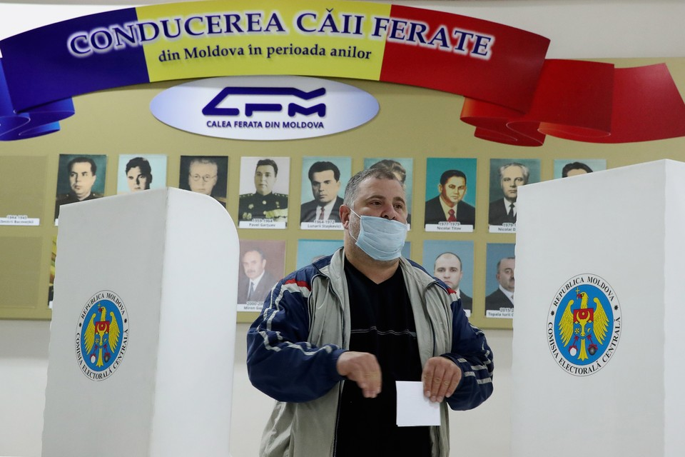 Молдавия. Кишинев. Во время голосования на президентских выборах на избирательном участке, 1 ноября 2020 г. Фото: Валерий Шарифулин/ТАСС