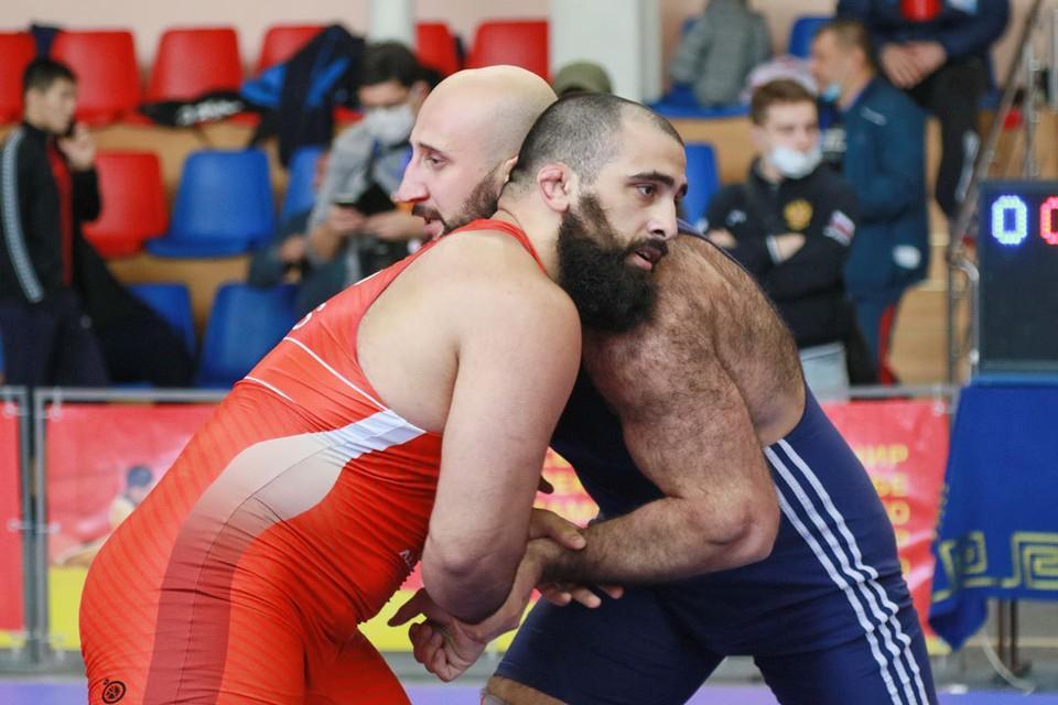 В Барнауле прошли юбилейные соревнования по греко-римской борьбе.