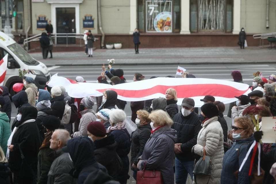Протестная акция белорусских пенсионеров началась в понедельник, 9 ноября, в центре Минска на площади Независимости.