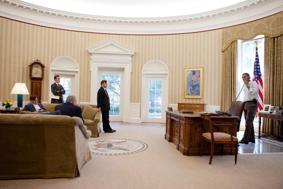 Овальный кабинет считается основным рабочим местом президентов США в Белом доме.