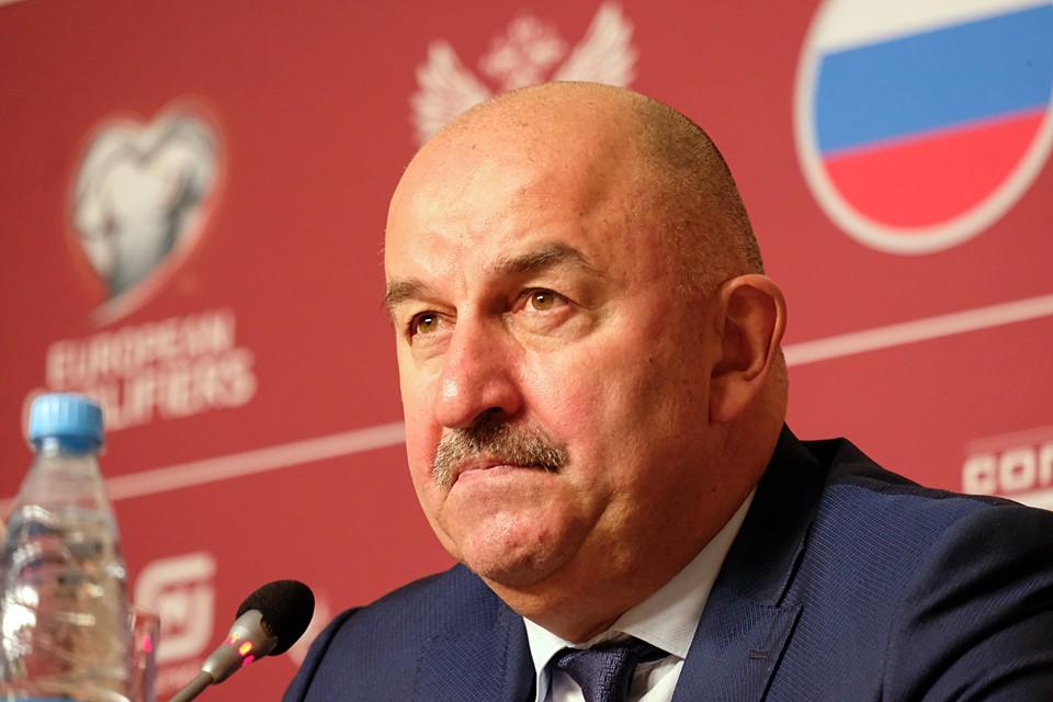 Давно у главного тренера сборной России не было таких жарких пресс-конференций