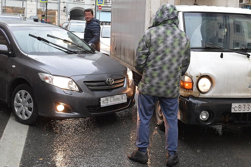 Случаи афер на дорогах в пандемию только участились, в том числе в Москве.