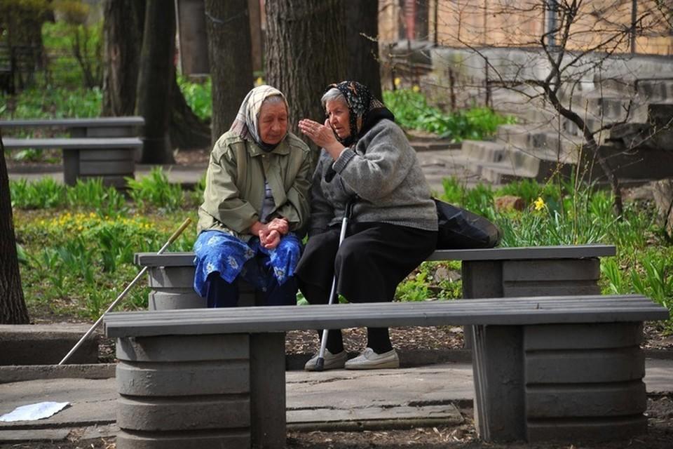 Пенсионеры из Донбасса удивляются, почему Европа до сих пор не наложила санкции на руководителей Украины