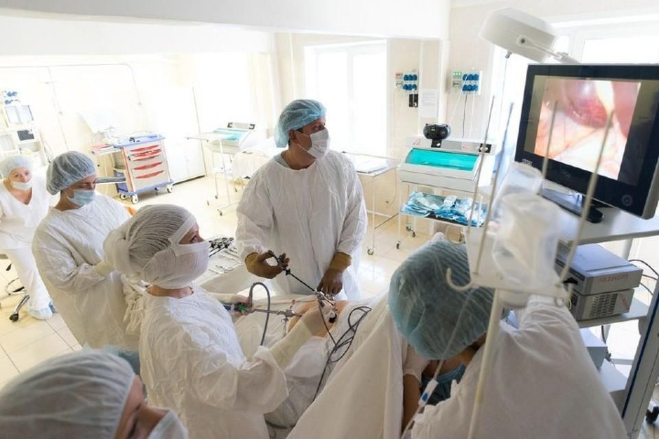 Врачи делают сложнейшие операции для сохранения женского здоровья Фото: kmkb4.ru