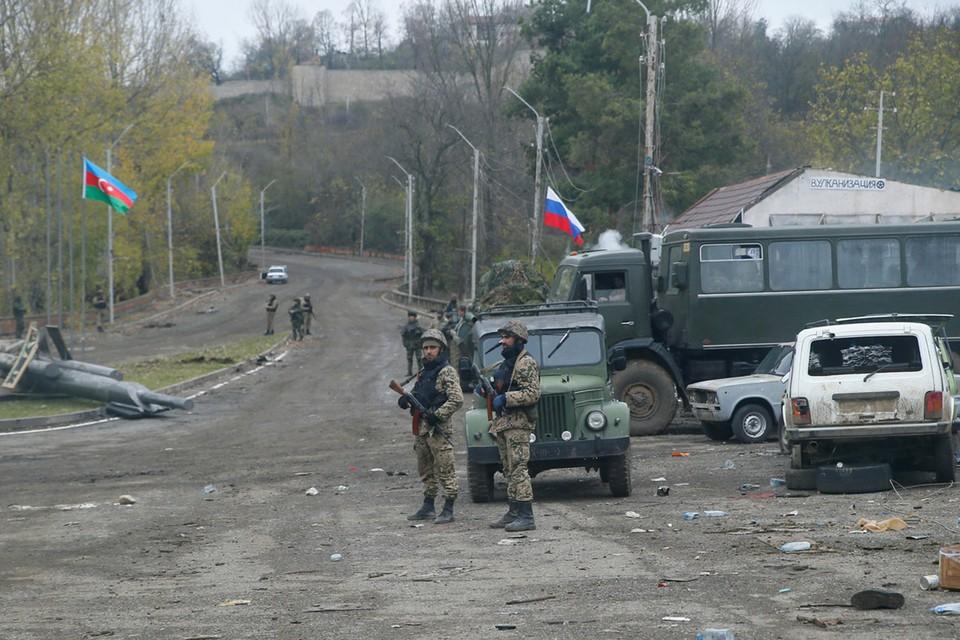 Азербайджан и Армения обменялись телами погибших в Нагорном Карабахе военнослужащих в субботу, 14 ноября 2020 года. Обмен состоялся при посредничестве российских миротворцев.
