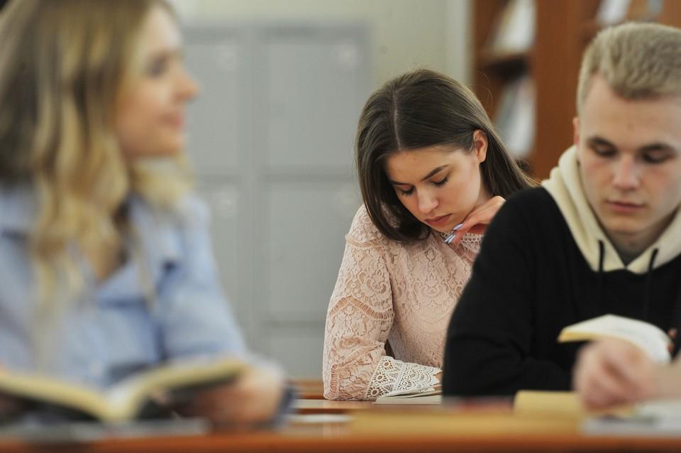 Россия пока не готова принимать иностранных студентов, заявил глава Минобрнауки